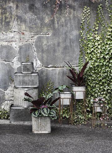 plantenbak---bruin---metaal---s---nordal[1].jpg